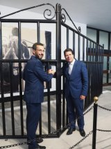 Mayor of La Linea comes to see exhibition on closed frontier